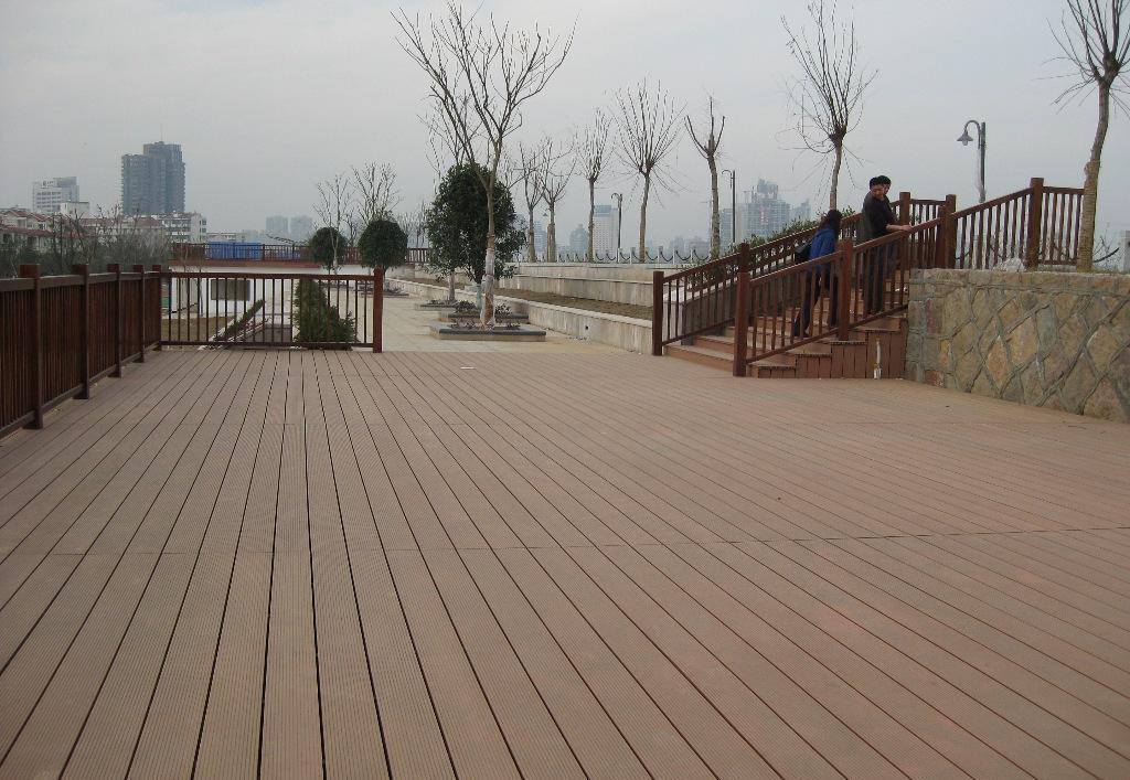 application of wood plastic outdoor flooring