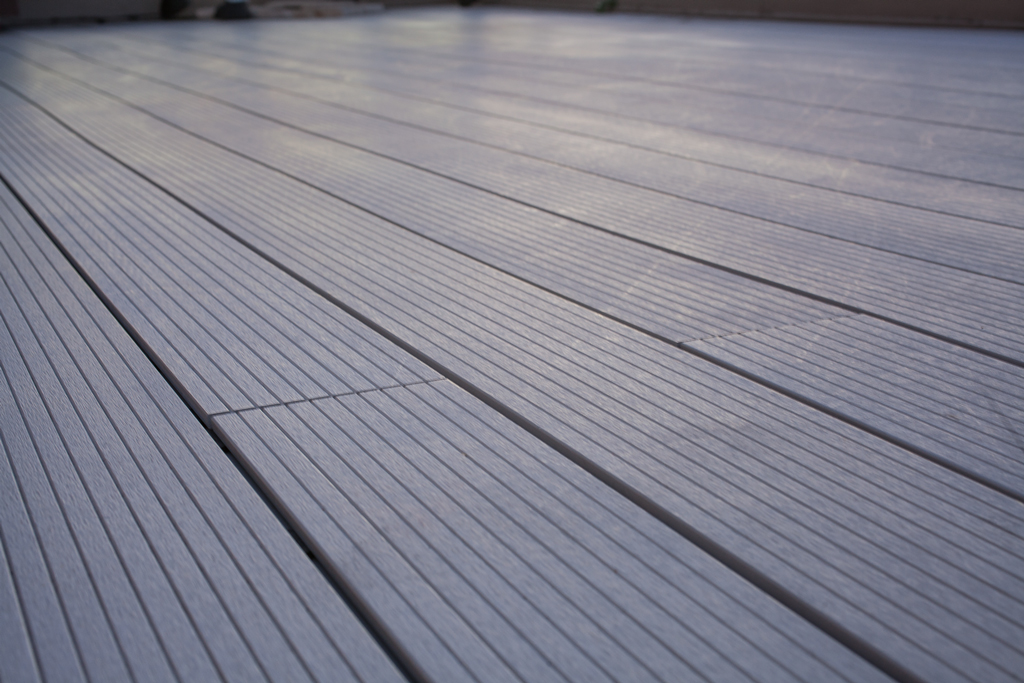 wear resistant wood plastic flooring