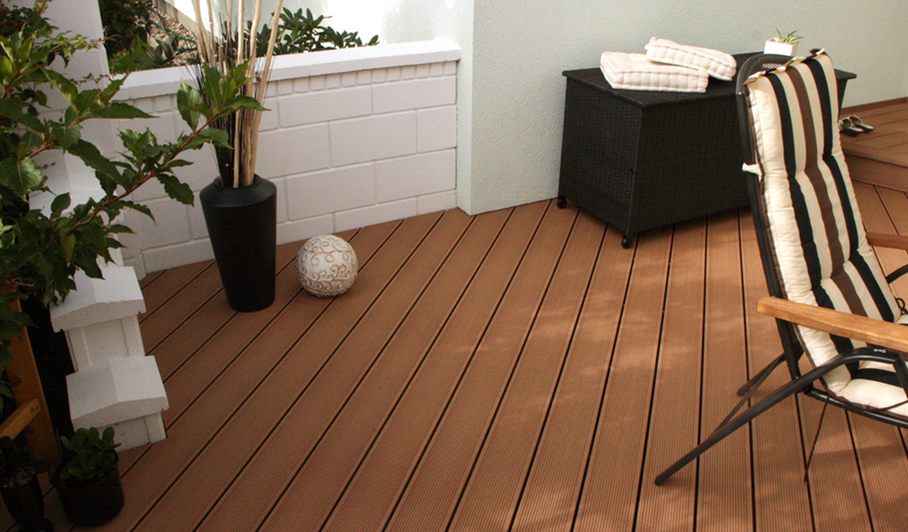 wood-plastic-floor-occurs-in-office-casual-space