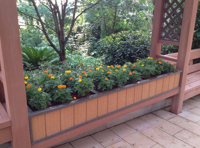 wood-flower-box-or-wood-plastic-flower-box