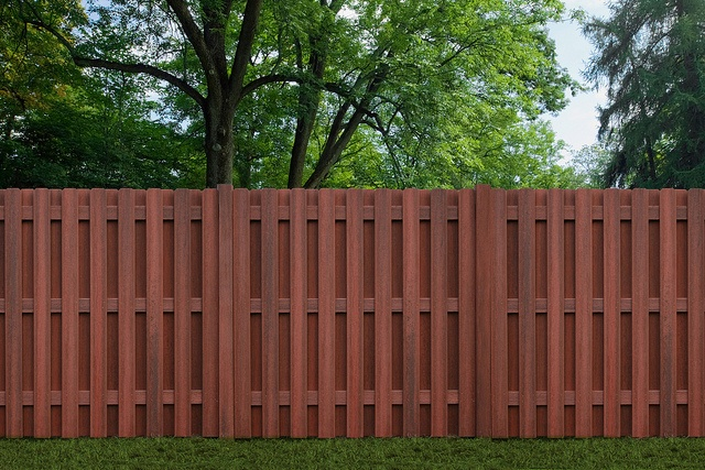 wood-plastic-fence-increases-the-service-life